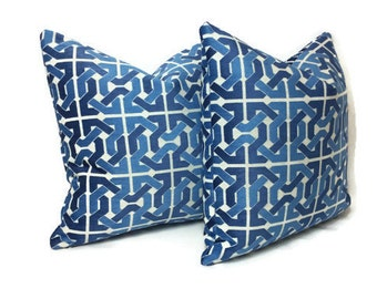 Set of 2: Lee Jofa Groundworks Cliffoney in Blue and White Pillow Cover