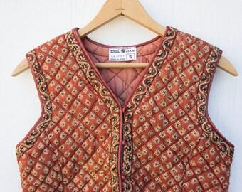 VINTAGE 1970s Block Print Indian Cotton Quilted Vest | Zodiac Deadstock Gauze Cotton Vest | Boho Hippie Festival | Ethnic Floral Fitted Vest