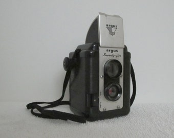 Vintage 1950s Argus Seventy Five 75 Film Camera Excellent Display Piece And Appears to Still Work Too
