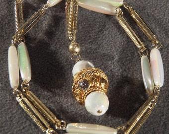 Vintage Yellow Gold Tone Aurora Borealis Lucite Bead Rhinestone Pendant Lavaliere Necklace Chain Jewelry **RL
