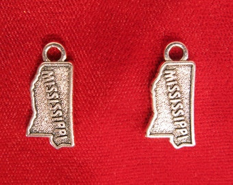 """BULK! 15pc """"Mississippi"""" charms in antique silver (BC949B)"""