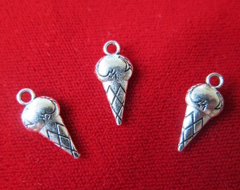 """BULK! 30pc """"ice cream"""" charms in antique silver style (BC330B)"""