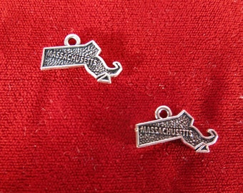 "10pc ""Massachusetts"" charms in antique silver style (BC998)"