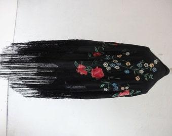 30's Silk Shawl. Carmen.