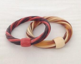2 bracelets in resin, vintage 70s rare