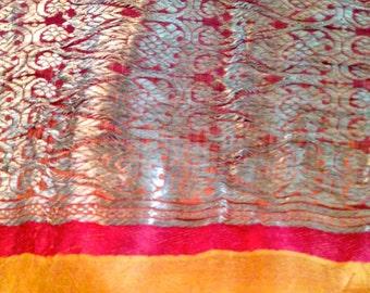 Fabric, sari Indian silk, orange, ochre > former, queues of gold,.