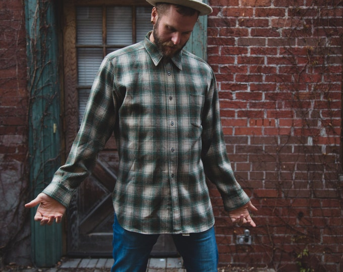 Vintage Men's Country Pendleton Woolen Mills Pure Virgin Wool Shirt with Green Checkered Plaid Pattern / Outdoors Sportswear Portland