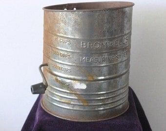 Vintage Bromwell Flour Sifter, Kitchen Sifter, Vintage 1930s, Rusti Farmhouse Decor, Vintage Decoration, 004