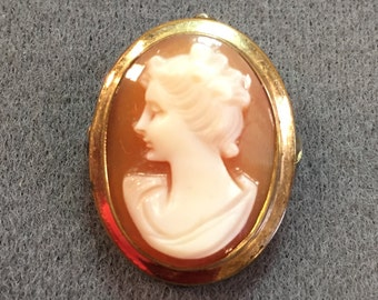 Dainty pretty Gold-filled vintage cameo Brooch-Converts to Pendant,  Free shipping