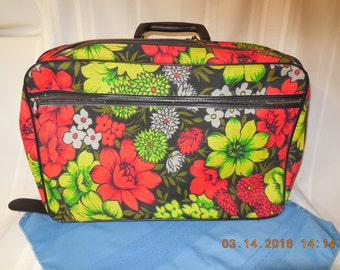 Suitcase, soft sided frrom mid 20th century in greens and reds.