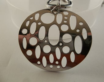Pendant Necklace Curved Round