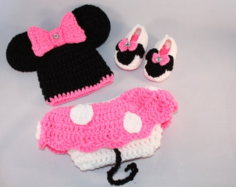 Crochet Baby Minnie Mouse Outfit.