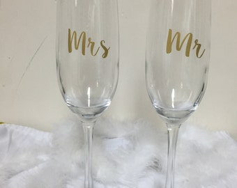 Mr and Mrs wedding toasting flutes, champagne flutes, mr and mrs, wedding toasting glasses, personalized glasses, bride and groom