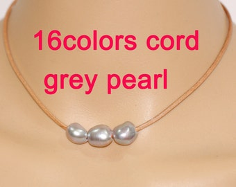 Pearl and leather necklace,grey pearl necklace,three pearl and original leather necklace,freshwater pearl necklace,3 pearl leather choker
