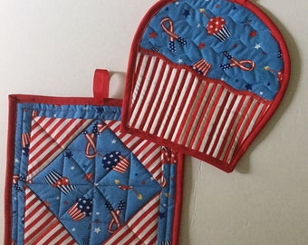 Big sale! Cup cake and Square pot holder set of 2 handmade and quilted reg usd 24.50 now 20.00
