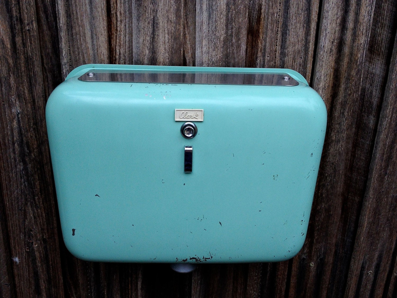 retro toilet retro cistern retro bathroom vintage toilet. Black Bedroom Furniture Sets. Home Design Ideas