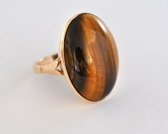 9 ct solid gold ring with an enormous oval tiger's eye stone