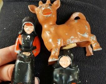 Vintage Amish cast iron salt and pepper shakers - cast iron shaker set - Amish salt and pepper set - cow and milk maid shaker set