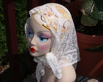 Awesome Vintage White Lace Head Scarf / Kerchief / Mantilla