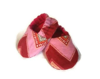 Baby shoes girl, chevron baby booties, pink crib shoes, lined soft sole baby shoes, baby shower gift for girls
