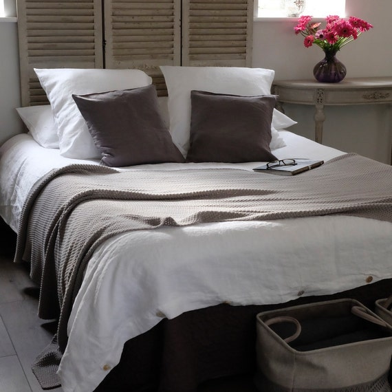 Linen Duvet Cover Stonewashed Linen further Reese Witherspoon Shares Patriotic Tribute Olympic Team Alongside Pet Pooch Pepper further Diy Table Chairs Using Annie Sloan furthermore Vero Moda 34 Length Trousers Beige further 1999941 L A The Big Trip. on oscar and french linen