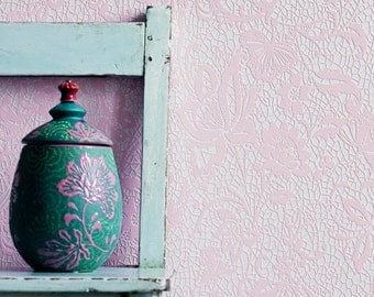 Daring Romantic Floral Lace Pink Wallpaper R1567