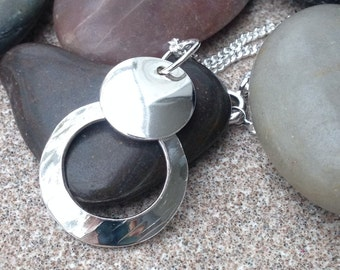 Solid sterling silver circles pendant, inc chain.