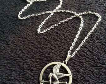 80p UK P&P handmade mockingjay inspired necklace pendant 17inch chain silver bird feather charm UK