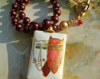 Cat masks enamel pendant Theatre shell core Pearl wine red gold