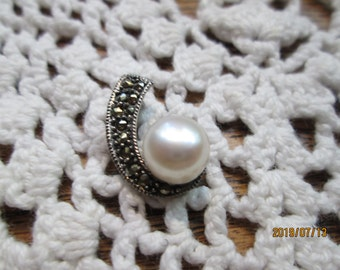 Handcrafted 9mm White Button Pearl and Marcasite 925 Sterling Silver Pendant, Weight 3 Grams