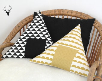 Cushion TIPI, colour black or mustard, for small trappers budding
