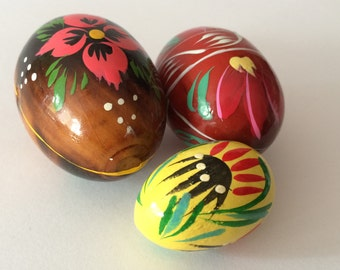 Set of 3 vintage Wooden Easter Eggs Hand Painted Ornament Decoration Figures Wood Yellow Red Brown Floral