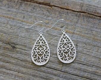 Silver Teardrop Filigree Earrings / Silver Dangle Earrings / Dainty Matte Silver Drop Earrings / Bridesmaid Gift / Wedding Jewelry / Gift