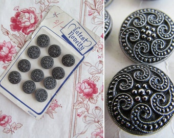 Full card of 12 gorgeous vintage Novelty Buttons~c1940s~Pretty finishing touch for a vintage outfit or fabulous for projects