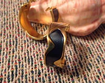 Clip On Earrings / Vintage Earrings / Antique Earrings (Item#EE362)
