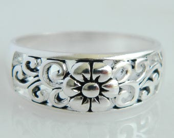 Beautiful Vintage Sterling Silver Floral Ring size 7