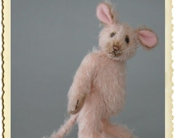 Elmy, 14 cm light pink mohair baby mouse.