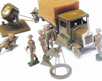Vintage Britains Toy Soldiers / Anti Aircraft Unit of the British Army / 11 Pieces from a boxed set