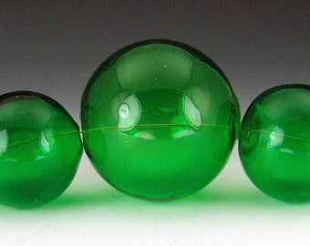 Blown Glass Hollow beads in Kelly Green, set of 5 graduated beads