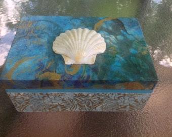 wooden box with scallop shell,  keepsake box, decorated box, jewelry box