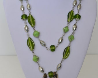 """Vintage Silver Tone Green Art Glass Silver Tone Bead 2 strand 40"""" Necklace Shell Mother-of-Pearl Earrings"""