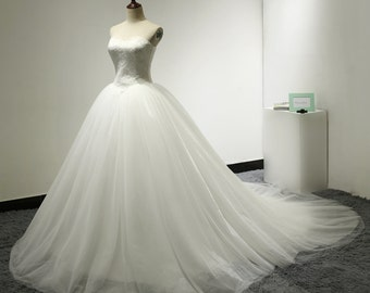 Sweetheart French Lace Tulle Puffy Ball Gown Wedding Dress Basque Waist Elegant Modest Bridal Gown