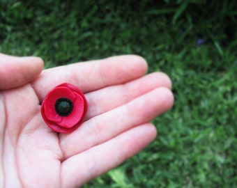Poppy brooch, handmade polymer clay poppy