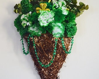 St Patrick Day Decor, St Patrick Day Wall Hanger Basket, St. Pattys Day Wall Hanger, Wall Hanging, Irish Welcome, Ready to Ship!