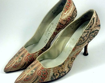 DE CAPATINI MILAN Shoes ~ Women's Vintage Green, Pink, Gold and White Tapestry Combination Last Pumps ~ 7AA