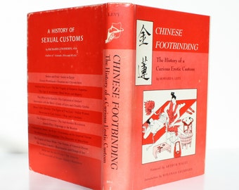 Chinese Footbinding : The History of a Curious Erotic Custom by Howard S. Levy - Bell Publishing Company 1967