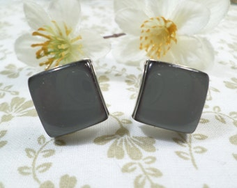Beautiful Vintage Silver Tone Pair Of Dark Gray Thermoset Square Screw Back Earrings  DL#1699