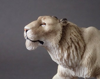 male cave lion model (panther spelaea) 1:20 scale/resine/Hand painted/ collector