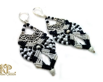 Micro macrame earrings, classic black and white, very lightweight earrings, Silver 925 leverback hooks, Toho glassbeads and waxed thread