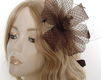 CHOCOLATE BROWN FASCINATOR,  Diamond Crin, Flower bead, coque feathers, on clip